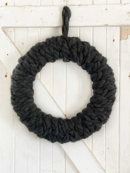 How To Make An Easy Braided Chunky Yarn Wreath