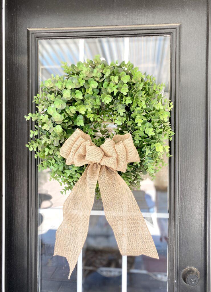 How to make burlap bows burlap bow on boxwood wreath