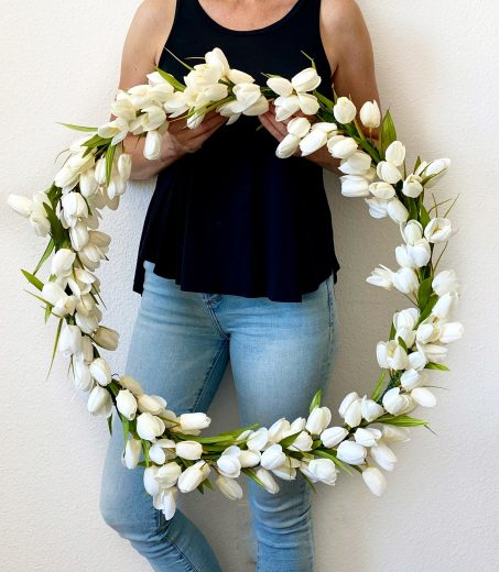 white tulip hoop wreath DIY
